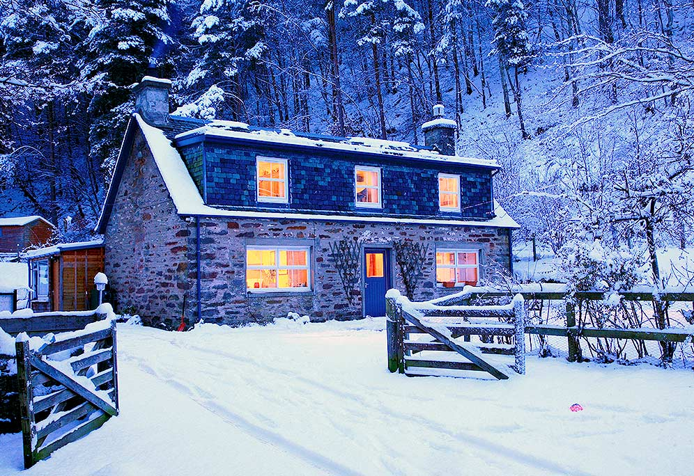 winter-home-scene